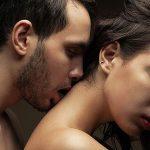 Интимный поцелуй